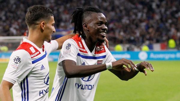 Bertrand Traoré en compagnie de son ex-coéquipier à Lyon, Houssem Aouar.