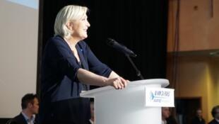 A candidata da Frente Nacional teve que mudar o local do seu comício após a confusão
