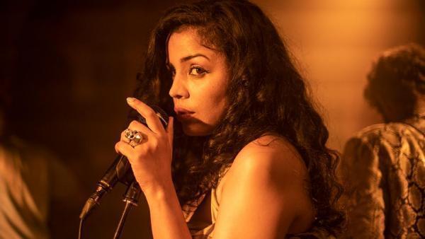 Rajae (Khansa Batma) dans «Zanka Contact» d'Ismaël El Iraki.
