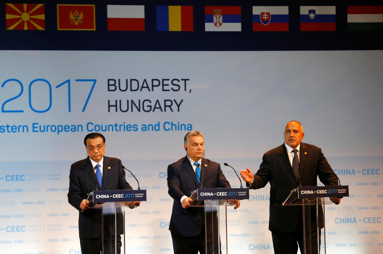 中國總理李克強與匈牙利和保加利亞總理在中國-中東歐經濟貿易論壇上 2017年11月27日