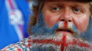 Un supporter islandais avant le match remporté contre l'Angleterre, le 27 juin 2016.