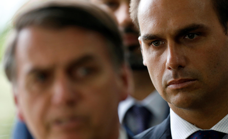 Jair Bolsonaro e seu filho, Eduardo Bolsonaro.