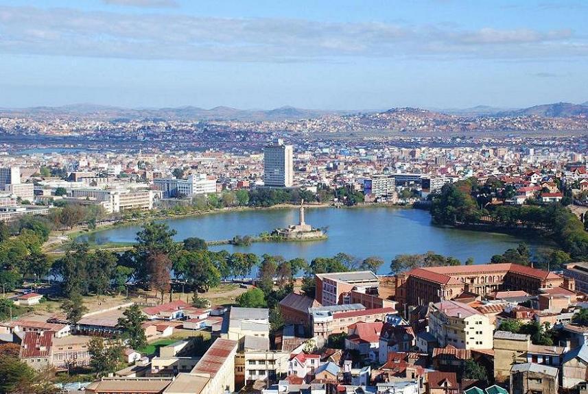 L'Office national pour l'environnement, situé dans le centre-ville d'Antananarivo, recensait en son sein, toutes les archives de politique environnementale de Madagascar depuis près de 30 ans.