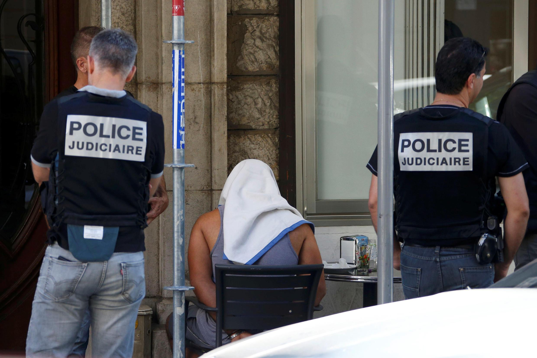 Un homme interpellé par la police, le 16 juillet, dans le cadre de l'enquête sur l'attentat de Nice.