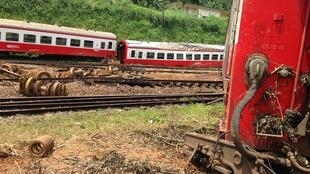 Le train qui assurait la liaison entre Yaoundé et la ville de Douala était bondé lorsqu'il a déraillé, vendredi 21 octobre, à la mi-journée près de la gare d'Eseka.