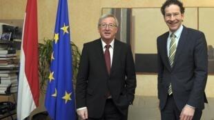 O atual presidente do Eurogrupo, Jean-Claude Juncker (esq), e o ministro das Finanças da Holanda, Jeroen Dijsselbloem.