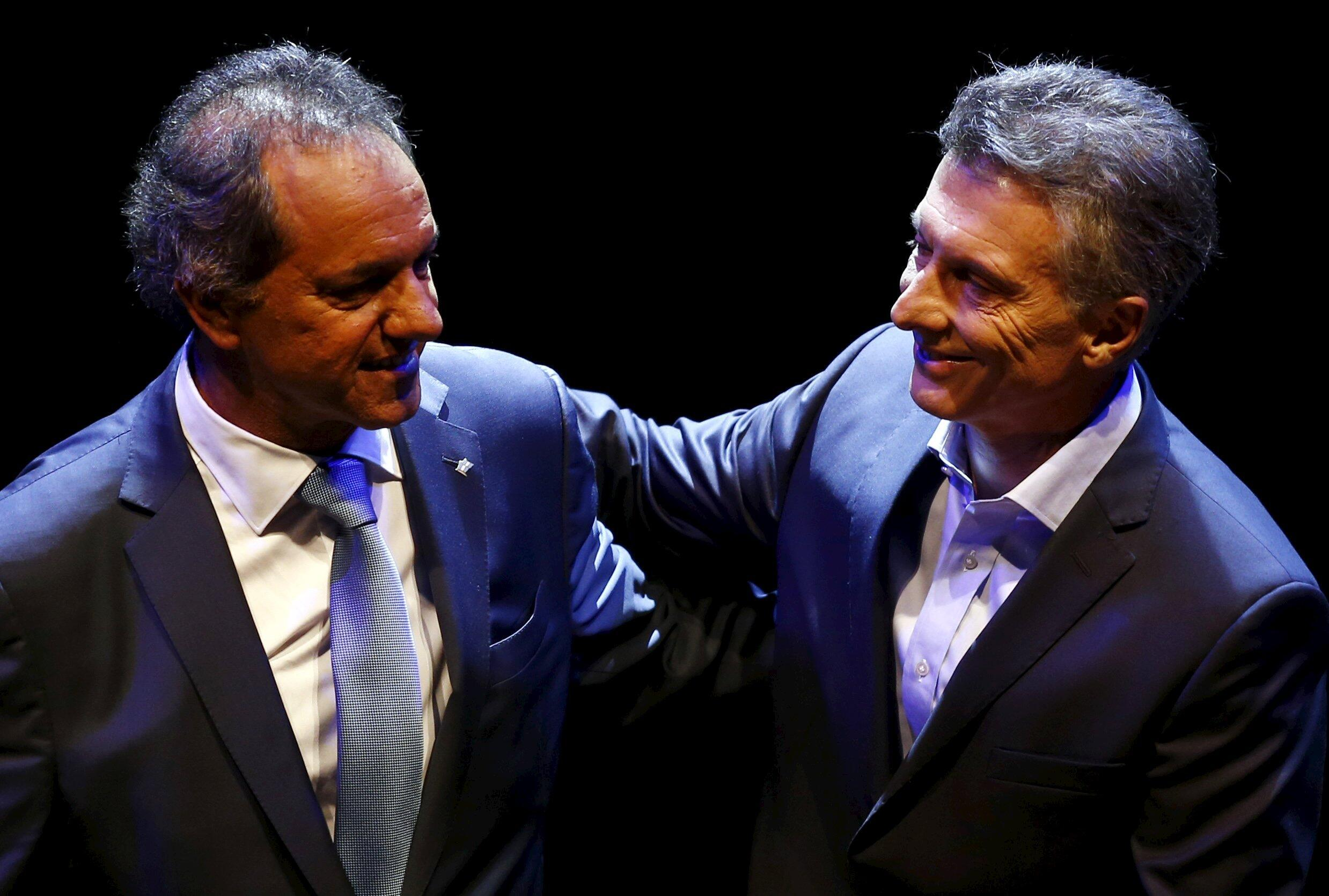 Daniel Scioli e Mauricio Macri,antes do debate televisivo de 15 de Novembro de 2015.