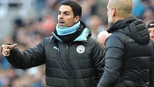Mikel Arteta tare da kocinsa a Manchester City Pep Guardiola. ( Getty Images )