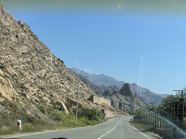 Дорога вдоль иранской границы. Здесь Азербайджан хочет получить транзитный коридор с Нахичеванской автономной Республикой. Сюникская область. Армения. 14 июня 2021 год.