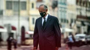 El presidente portugués Marcelo Rebelo de Sousa en un homenaje a las víctimas de coronavirus en el palacio Belem de Lisboa, el 2 de noviembre de 2020