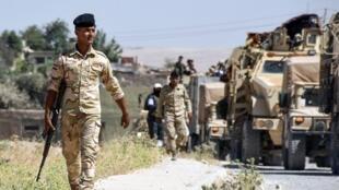 Soldados del ejército iraquí avanzan hacia Tal Afar en esta foto del mes de junio de 2017.