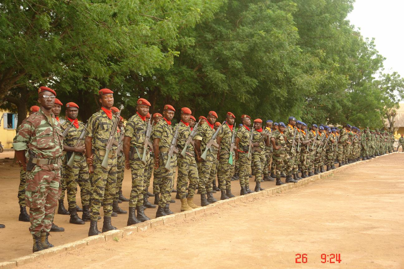 Vue de nouvelles recrues à l'armée régulière de Côte d'Ivoire.
