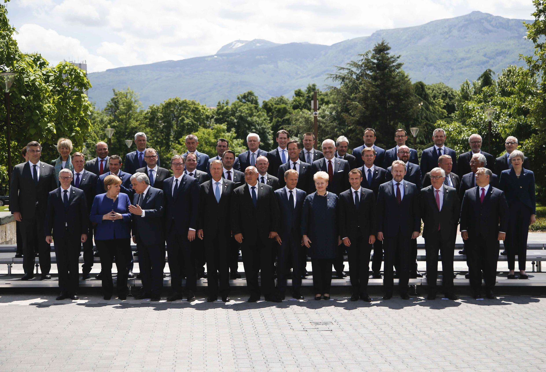 عکس یادگاری رهبران کشورهای عضو اتحادیۀ اروپا در نشست صوفیه در بلغارستان، ۱۷ می ۲۰۱۸/۲۷ اردیبهشت ۱۳۹۷