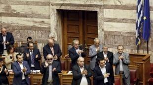 Foto de la sesión del parlamento griego donde fue aprobado el referendo, Atenas, 28 de junio de 2015.
