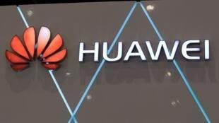 La Commission européenne hausse le ton contre les équipementiers chinois de téléphonie Huawei et ZTE.