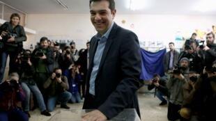 ប្រមុខបក្សប្រឆាំងស៊ីរីហ្សា លោក  Alexis Tsipras ទៅបោះឆ្នោតថ្ងៃទី ២៥មករា ២០១៥