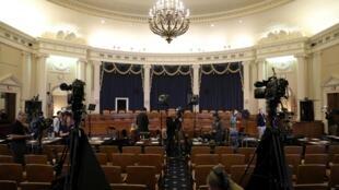 """پس از شش هفته برگزاری جلسات دادرسی در پشت درهای بسته، دموکراتها اکنون میخواهند جلسه روز چهارشنبه را از طریق یک برنامه تلویزیونی مستقیم به آمریکاییها نشان دهند تا آنها نیز بتوانند از""""اطلاعات دست اول درباره رئیس جمهوری"""" آگاه شوند."""