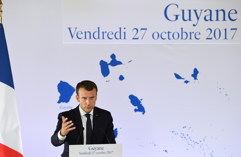 O presidente Emmanuel Macron durante uma conferência de imprensa na Guiana
