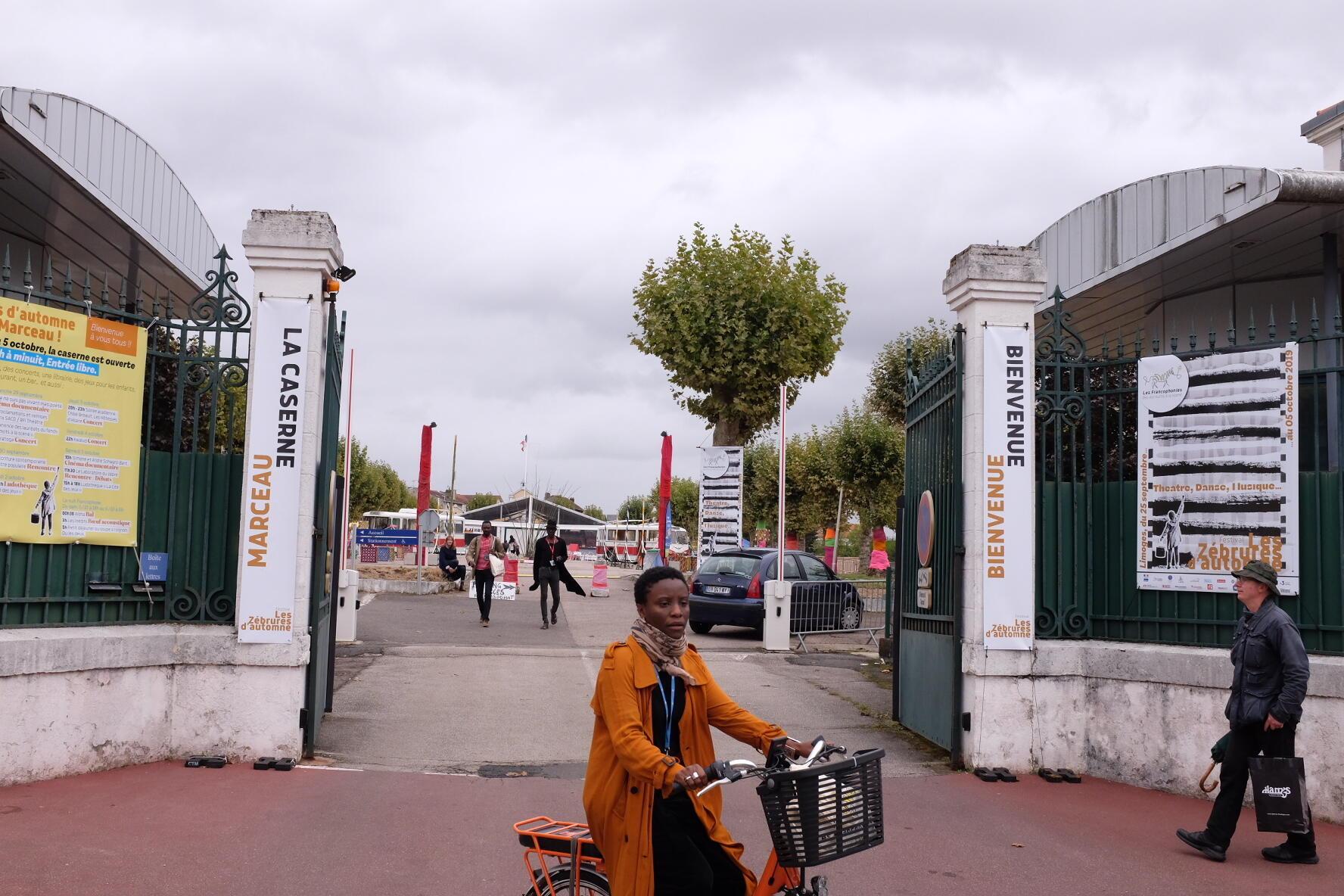L'entrée de la caserne Marceau, le nouveau lieu de rencontre du festival des Francophonies, « Les Zébrures d'automne », avant l'ouverture du 25 septembre, à Limoges.