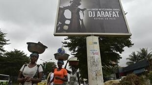 Wakati wa maandalizi ya kuaga mwili wa DJ Arafat, Abidjan.