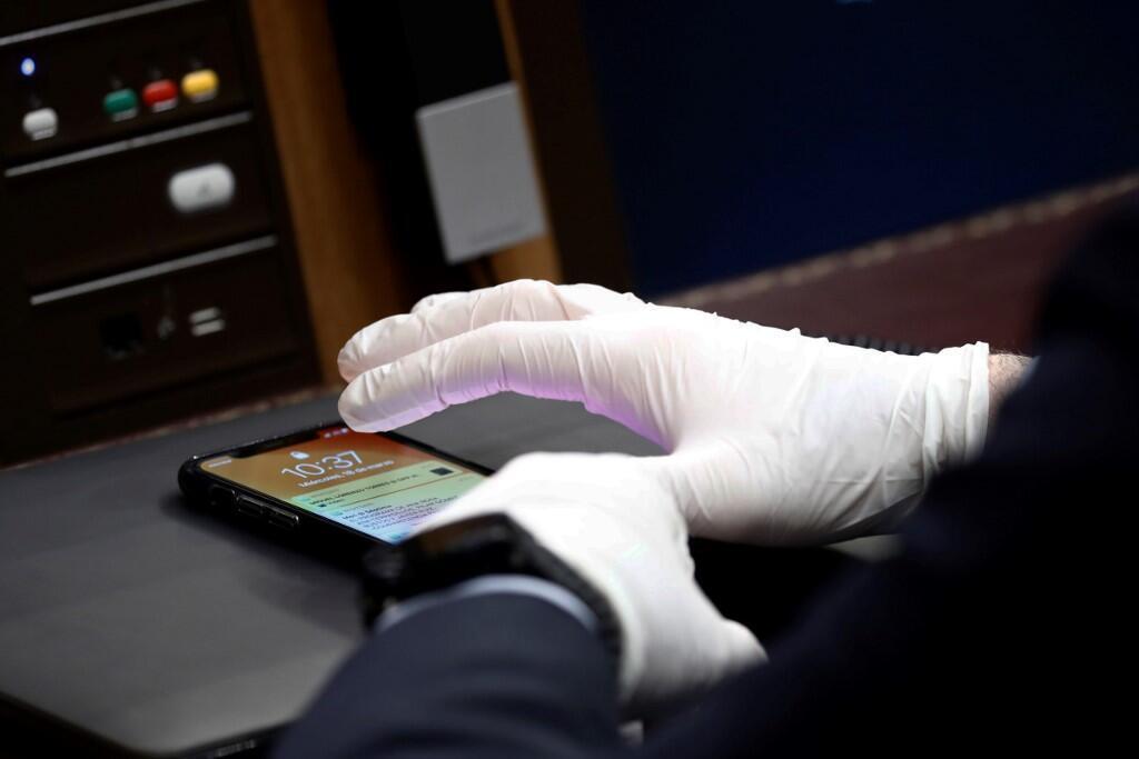 Coronavirus gloves MP Spain