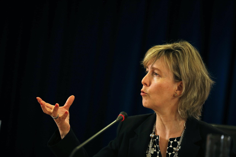 A ministra da Economia de Portugal, Maria Luis Albuquerque, anunciando novas medidas de austeridade em 30 de abril de 2014.