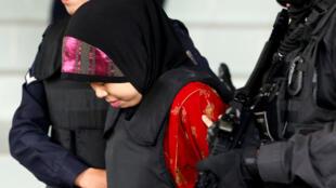 L'Indonésienne Siti Aisyah à sa sortie de l'audience du 16 août 2018, au tribunal Shah Alam, dans le faubourg de Kuala Lumpur.