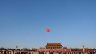 La place Tiananmen sous un ciel bleu le 24 decembre 2017.
