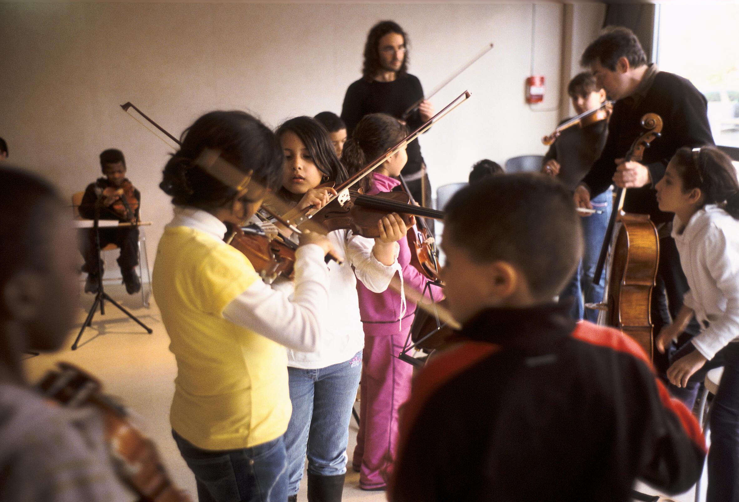 El programa Demos se extenderá a un total de 1.000 niños en la región capital y ciudades como Estrasburgo y Burdeos.