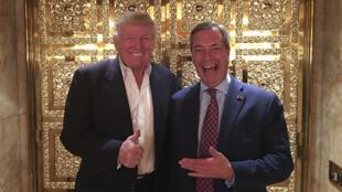 Donald Trump et Nigel Farage, le leader du parti europhobe britannique UKIP, à la Trump Tower, le 12 novembre 2016.