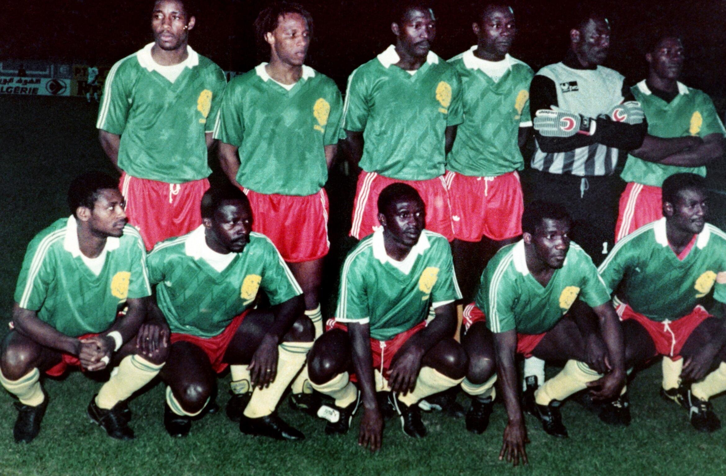 L'équipe nationale de football du Cameroun, en avril 1990, avec Benjamin Massing en haut à gauche (debout).
