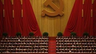 Các đại biểu chờ đợi lễ khai mạc đại hội Đảng Cộng sản Trung Quốc lần thứ 18 tại Đại lễ đường Nhân dân ở Bắc Kinh, ngày 08/11/2012.