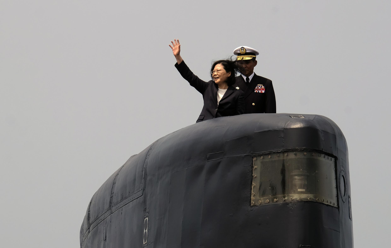 Tổng thống Đài Loan Thái Anh Văn trên chiếc tàu ngầm do Hà Lan sản xuất Sea Tiger tại căn cứ hải quân ở Cao Hùng ngày 21/03/2017.