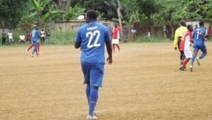 Camisola número 22, da UDRA, campeã do campeonato de futebol de S. Tomé
