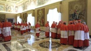 Các Hồng y tại tòa Thánh Vatican sau khi nghe thông báo Giáo hoàng thoái vị ngày 11/2/2012