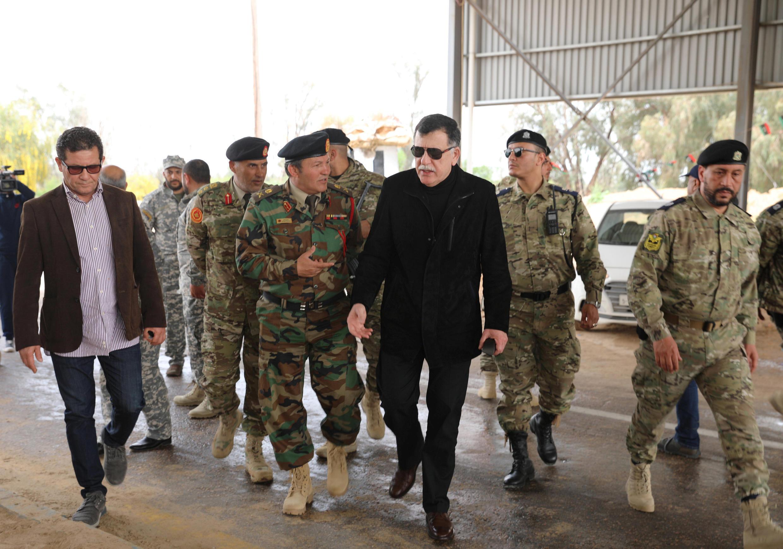 Le Premier ministre libyen Fayez al-Sarraj s'est rendu sur une position reprise aux forces du maréchal Haftar, à l'ouest de Tripoli, le 5 avril 2019.