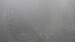 Pékin sous un épais nuage de pollution en février 2014.