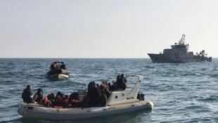 Une vingtaine de migrants secourus en pleine mer entre la France et le Royaume-Uni,. AFP