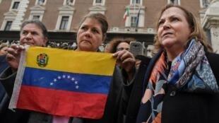 A venezuelana Mitzy Capriles de Ledezma (direita), esposa do prefeito de Caracas, e outros membros de uma delegação venezuelana que devem ser recebidos pelo ministro do Interior da Itália e pelo vice-primeiro-ministro. Roma 11/02/19