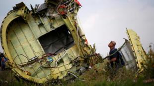 Destroços do voo MH17 da Malaysia Airlines encontrados na região de Donetsk, na Ucrânia, no dia 22 de julho de 2014.