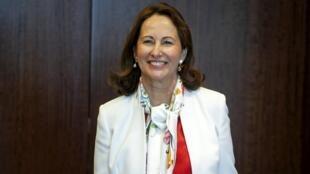 La ministre de l'Ecologie Ségolène Royal va examiner juridiquement comment interdire l'importation de gaz de schiste.