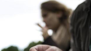 1 mineur sur 4 fume un joint au moins un week-end par mois, une proportion qui retombe à 1 sur 10 pour les 18-25 ans.