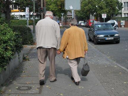 Quanto mais velho for o homem ou a mulher em um casal, maiores as chances de o feto desenvolver problemas de saúde.