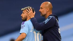 Sergio Aguero tare da mai horarwa na Manchester City Pep Guardiola.