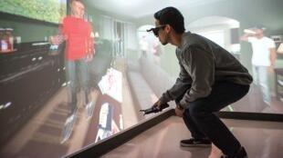 Les technologies de la 3D immersives s'emploient aussi comme « médicament ». C'est le cas du logiciel « The Cave »  mis au point par chercheurs de l'université de Houston aux Etats-Unis permettant aux personnes toxicomanes de surpasser leurs dépendances.