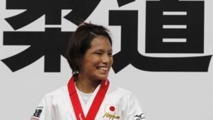 Nữ võ sĩ Kaori Matsumoto mang về tấm huy chương vàng 100 cua Judo Nhật Bản