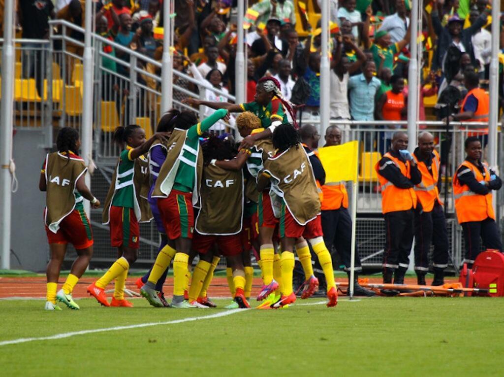 Wachezaji wa Cameroon wakisherehekea baada ya kuwashinda Ghana mabao 2-0