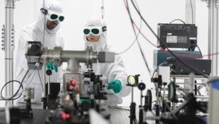 Le laser Bivoj, mis à l'essai près de Prague, développe une puissance moyenne de 1 000 watts, un record.