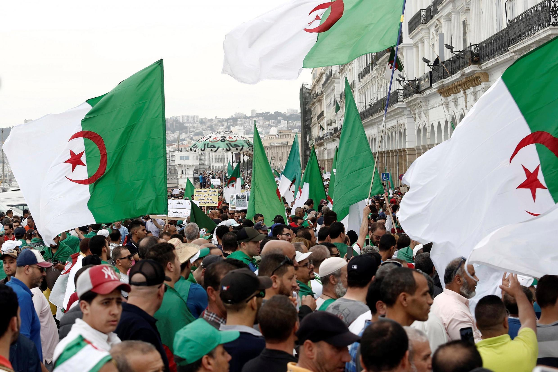 Manifestation dans les rues d'Alger, le 24 mai 2019.