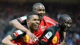 De gauche à droite : Christophe Mandanne,  Mustapha Diallo et Mustapha Yatabare lors du match entre Guingamp et Lens, le 10 mai 2013.